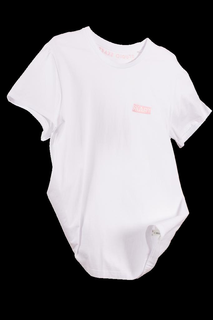 wit shirt met roze borduursel